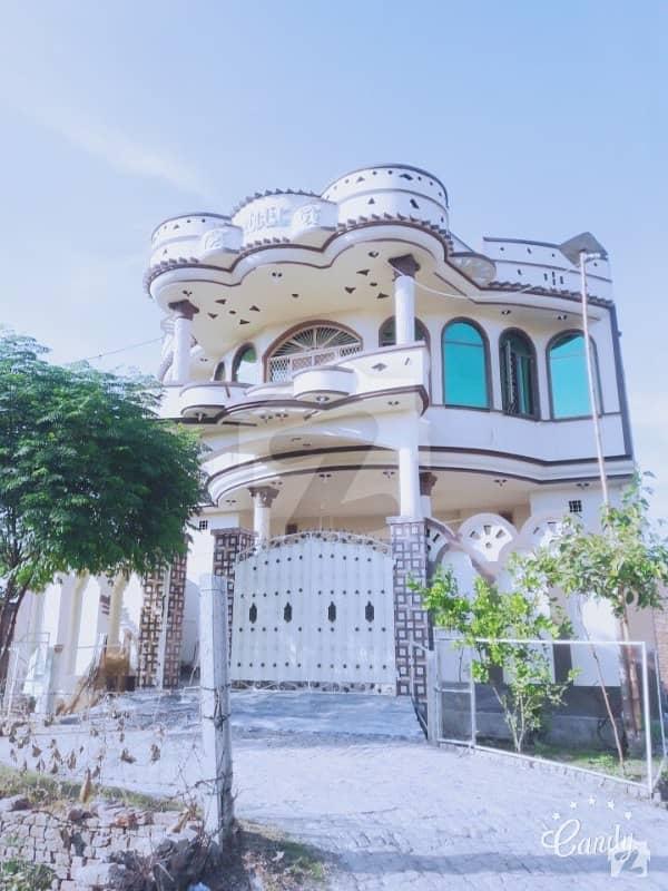 نذیر آباد کالونی ڈسکہ میں 8 کمروں کا 8 مرلہ مکان 1.75 کروڑ میں برائے فروخت۔