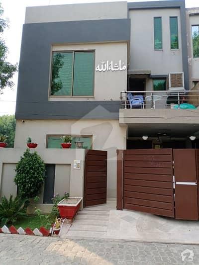 بحریہ ٹاؤن رفیع بلاک بحریہ ٹاؤن سیکٹر ای بحریہ ٹاؤن لاہور میں 3 کمروں کا 5 مرلہ مکان 1.1 کروڑ میں برائے فروخت۔