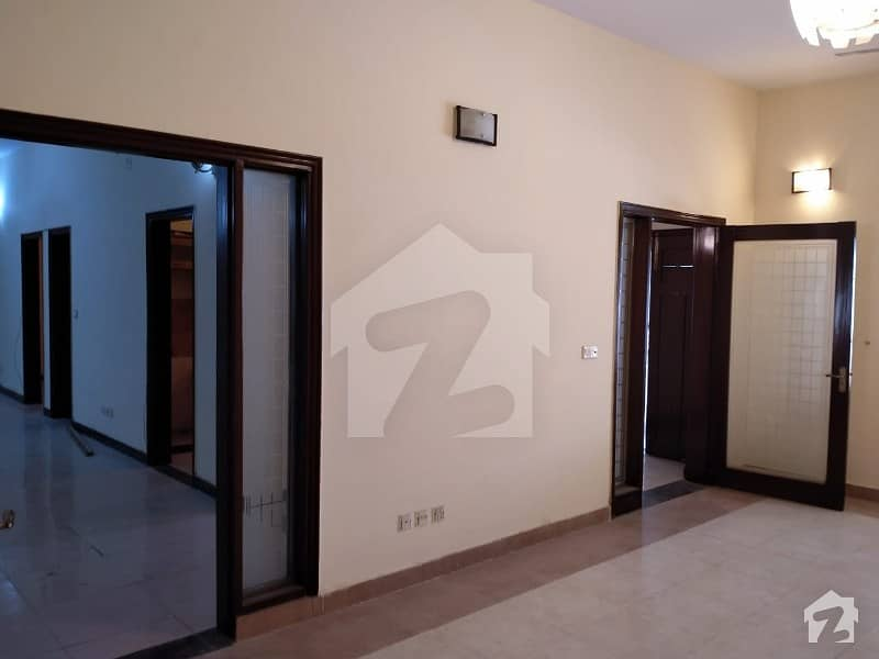 کلفٹن ۔ بلاک 2 کلفٹن کراچی میں 3 کمروں کا 12 مرلہ زیریں پورشن 1.1 لاکھ میں کرایہ پر دستیاب ہے۔