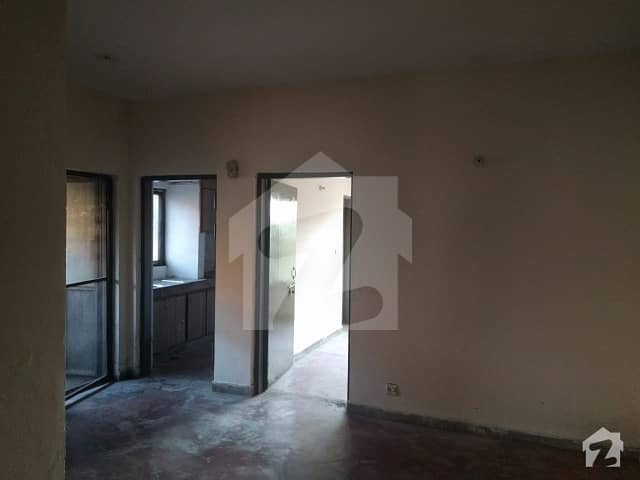 Spacious Flat In A Very Good Locality In The Center Of City