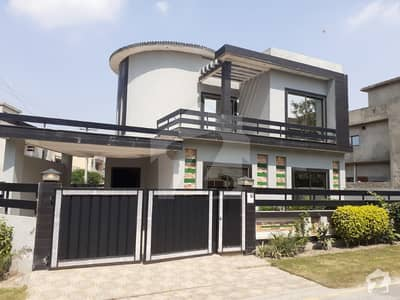 پارک ویو ولاز ۔ جاسمین بلاک پارک ویو ولاز لاہور میں 5 کمروں کا 10 مرلہ مکان 2.1 کروڑ میں برائے فروخت۔