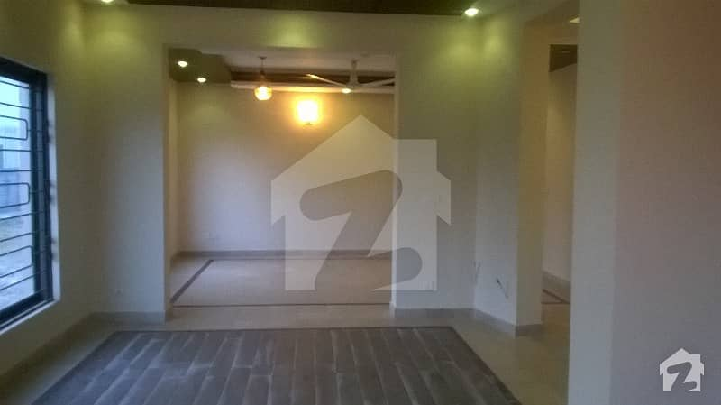 F 11 2 400 Sq Yd Corner  Triple Storey House For Sale