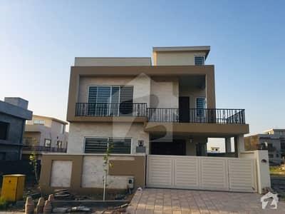 بحریہ ٹاؤن فیز 8 ۔ بلاک آئی بحریہ ٹاؤن فیز 8 بحریہ ٹاؤن راولپنڈی راولپنڈی میں 5 کمروں کا 10 مرلہ مکان 2.45 کروڑ میں برائے فروخت۔