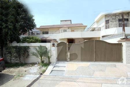 ڈی ایچ اے فیز 3 ڈیفنس (ڈی ایچ اے) لاہور میں 5 کمروں کا 1 کنال مکان 1.25 لاکھ میں کرایہ پر دستیاب ہے۔
