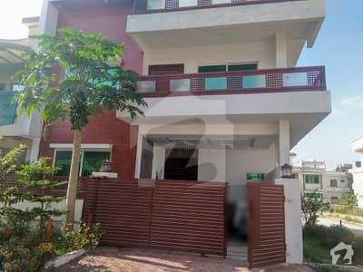 جناح گارڈنز فیز 1 جناح گارڈنز ایف ای سی ایچ ایس اسلام آباد میں 5 کمروں کا 7 مرلہ مکان 1.55 کروڑ میں برائے فروخت۔