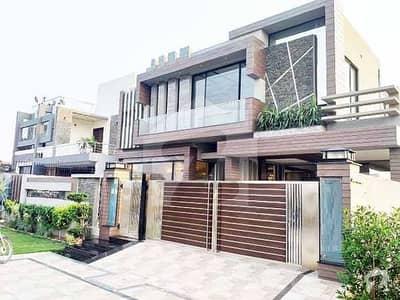 ڈی ایچ اے فیز 8 سابقہ ایئر ایوینیو ڈی ایچ اے فیز 8 ڈی ایچ اے ڈیفینس لاہور میں 5 کمروں کا 1 کنال مکان 5.15 کروڑ میں برائے فروخت۔