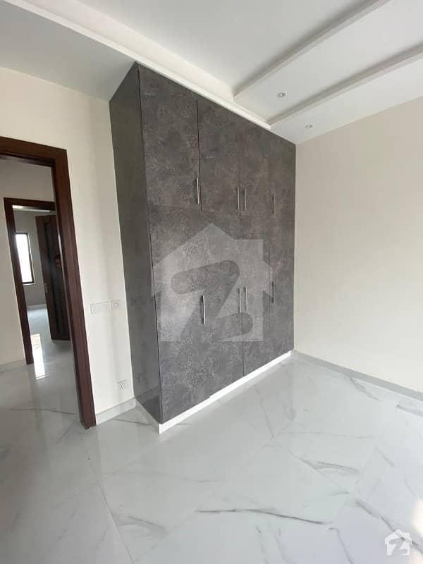 لیک سٹی ۔ سیکٹر ایم ۔ 3 لیک سٹی رائیونڈ روڈ لاہور میں 6 کمروں کا 1 کنال مکان 4.45 کروڑ میں برائے فروخت۔