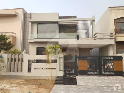 ڈی ایچ اے فیز 8 - بلاک پی ڈی ایچ اے فیز 8 ڈیفنس (ڈی ایچ اے) لاہور میں 4 کمروں کا 10 مرلہ مکان 3.28 کروڑ میں برائے فروخت۔