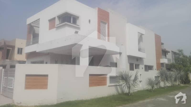 اسٹیٹ لائف فیز 1 - بلاک ای اسٹیٹ لائف ہاؤسنگ فیز 1 اسٹیٹ لائف ہاؤسنگ سوسائٹی لاہور میں 5 کمروں کا 10 مرلہ مکان 2.35 کروڑ میں برائے فروخت۔