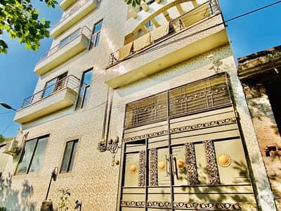 لارنس روڈ لاہور میں 7 کمروں کا 6 مرلہ مکان 3.25 کروڑ میں برائے فروخت۔