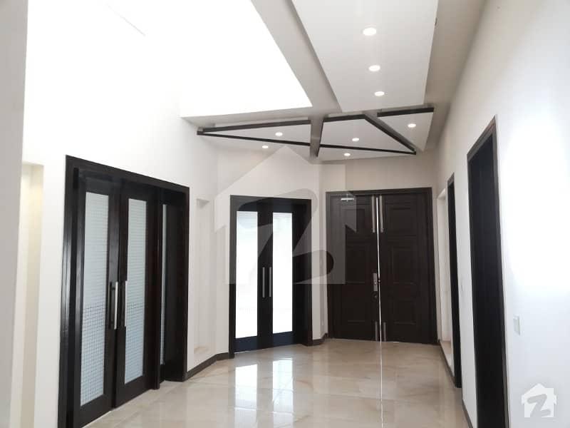 ڈی ایچ اے فیز 7 - بلاک آر فیز 7 ڈیفنس (ڈی ایچ اے) لاہور میں 5 کمروں کا 1 کنال مکان 1.6 لاکھ میں کرایہ پر دستیاب ہے۔