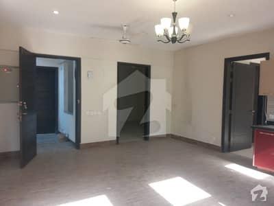 اتحاد کمرشل ایریا ڈی ایچ اے فیز 6 ڈی ایچ اے ڈیفینس کراچی میں 3 کمروں کا 5 مرلہ فلیٹ 1.8 کروڑ میں برائے فروخت۔