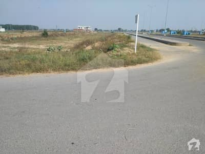 Plot On Prime Location At Investment Price Near Main Boulevard