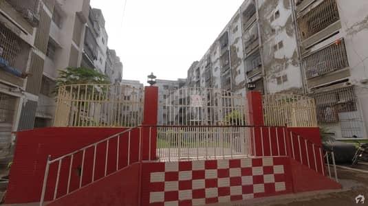 گلستانِِ جوہر ۔ بلاک 17 گلستانِ جوہر کراچی میں 3 کمروں کا 8 مرلہ فلیٹ 1.05 کروڑ میں برائے فروخت۔