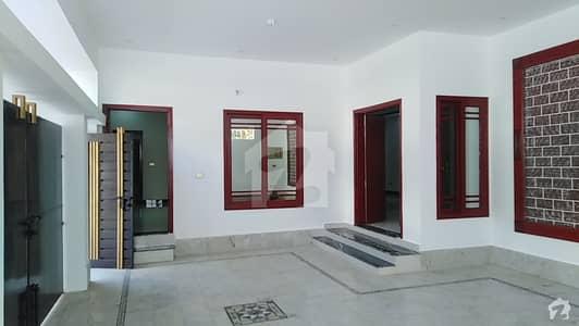 قاسم آباد حیدر آباد میں 7 کمروں کا 12 مرلہ مکان 3.5 کروڑ میں برائے فروخت۔