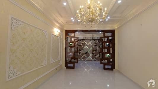 جوہر ٹاؤن فیز 2 - بلاک پی جوہر ٹاؤن فیز 2 جوہر ٹاؤن لاہور میں 5 کمروں کا 12 مرلہ مکان 4.15 کروڑ میں برائے فروخت۔