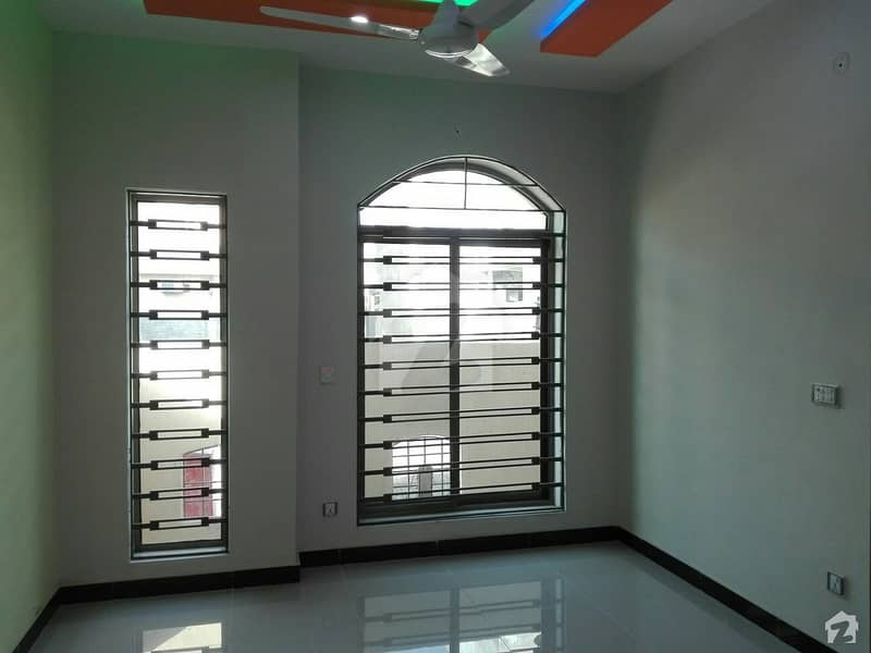 Stunning 5 Marla Upper Portion In Pakistan Town Available