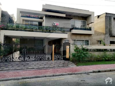 01 Kanal Facing Park Brand New Semi Furnished House For Sale With All Electric Appliances Any Time Visit Possible in Gulbahar Block Bahria Town