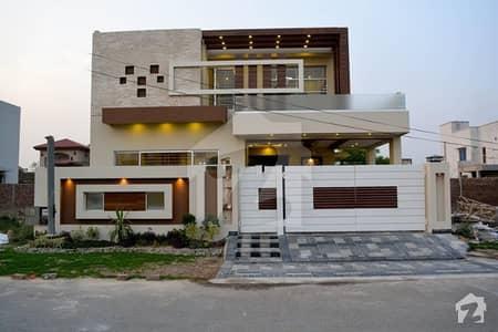 ڈی ایچ اے فیز 8 ڈیفنس (ڈی ایچ اے) لاہور میں 4 کمروں کا 10 مرلہ مکان 2.6 کروڑ میں برائے فروخت۔