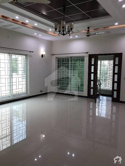 بحریہ ٹاؤن - طلحہ بلاک بحریہ ٹاؤن سیکٹر ای بحریہ ٹاؤن لاہور میں 7 کمروں کا 2 کنال مکان 10.5 کروڑ میں برائے فروخت۔