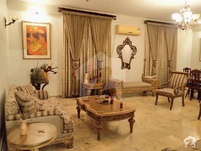 ڈی ایچ اے فیز 7 ڈی ایچ اے کراچی میں 5 کمروں کا 1.2 کنال مکان 3.7 لاکھ میں کرایہ پر دستیاب ہے۔