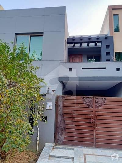 بحریہ ٹاؤن گارڈنیہ بلاک بحریہ ٹاؤن سیکٹر سی بحریہ ٹاؤن لاہور میں 3 کمروں کا 5 مرلہ مکان 1.05 کروڑ میں برائے فروخت۔