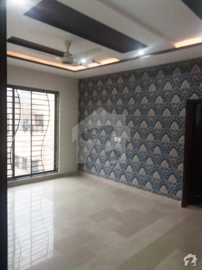 پیراگون سٹی لاہور میں 6 کمروں کا 18 مرلہ مکان 4.65 کروڑ میں برائے فروخت۔