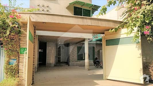 آفیسرز کالونی رحیم یار خان میں 7 کمروں کا 13 مرلہ مکان 4.95 کروڑ میں برائے فروخت۔