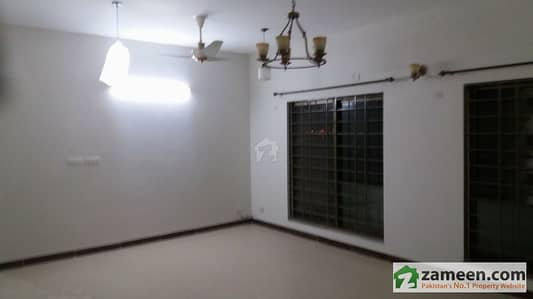Good Condition - 10 Marla 3 Bedroom Flat For Sale In Askari 2 Lahore