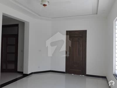 10 Marla House Ideally Situated In Bahria Town