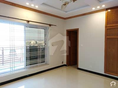 ڈی ایچ اے فیز 2 - سیکٹر ایف ڈی ایچ اے ڈیفینس فیز 2 ڈی ایچ اے ڈیفینس اسلام آباد میں 6 کمروں کا 1 کنال مکان 1.5 لاکھ میں کرایہ پر دستیاب ہے۔