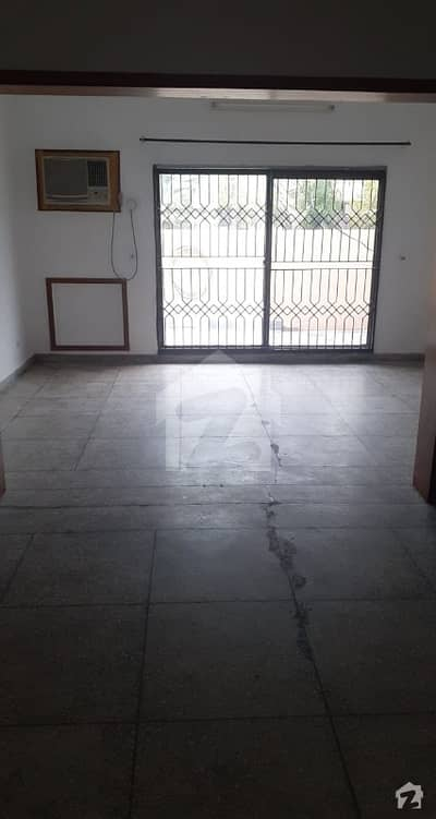 10 Marla Lower Portion For Rent in DHA Phase4 Lahore