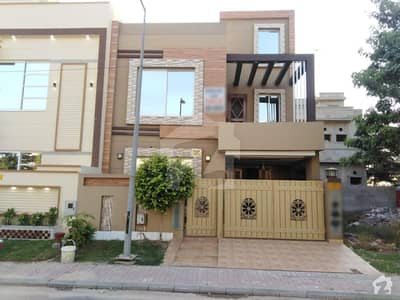کینال ویلی مین کینال بینک روڈ لاہور میں 3 کمروں کا 5 مرلہ مکان 1.35 کروڑ میں برائے فروخت۔