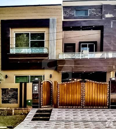 بحریہ ٹاؤن سیکٹرڈی بحریہ ٹاؤن لاہور میں 3 کمروں کا 5 مرلہ مکان 1.5 کروڑ میں برائے فروخت۔