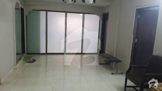 کلفٹن ۔ بلاک 2 کلفٹن کراچی میں 3 کمروں کا 5 مرلہ فلیٹ 1.3 کروڑ میں برائے فروخت۔