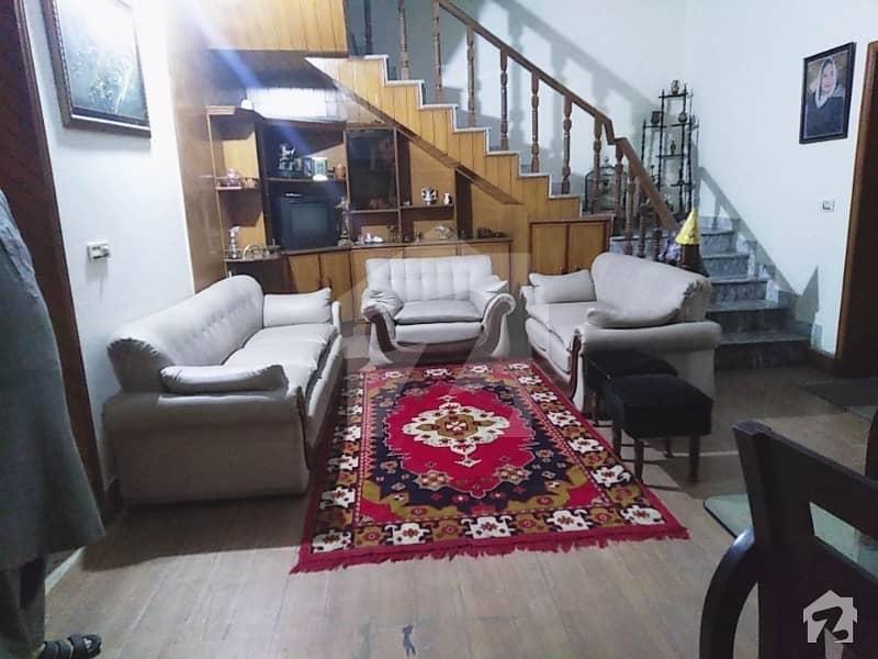 پی اے ایف آفیسرز کالونی کینٹ لاہور میں 4 کمروں کا 10 مرلہ مکان 2.5 کروڑ میں برائے فروخت۔