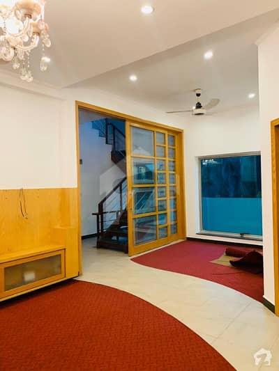 واپڈا ٹاؤن لاہور میں 5 کمروں کا 10 مرلہ مکان 3 کروڑ میں برائے فروخت۔