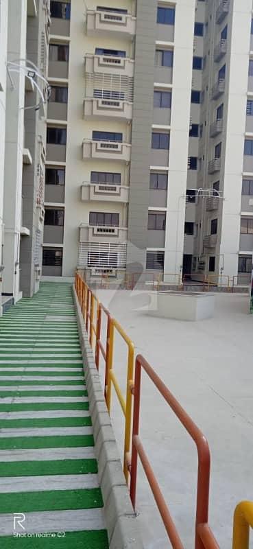 جناح ایونیو کراچی میں 4 کمروں کا 11 مرلہ فلیٹ 1.85 کروڑ میں برائے فروخت۔