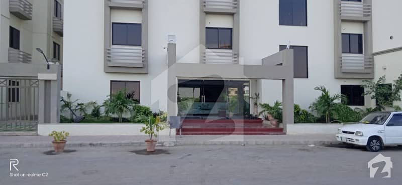 جناح ایونیو کراچی میں 4 کمروں کا 11 مرلہ فلیٹ 1.75 کروڑ میں برائے فروخت۔