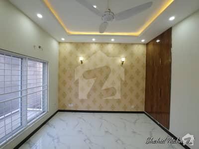 ڈی ایچ اے فیز 7 ڈیفنس (ڈی ایچ اے) لاہور میں 5 کمروں کا 1 کنال مکان 1.55 لاکھ میں کرایہ پر دستیاب ہے۔