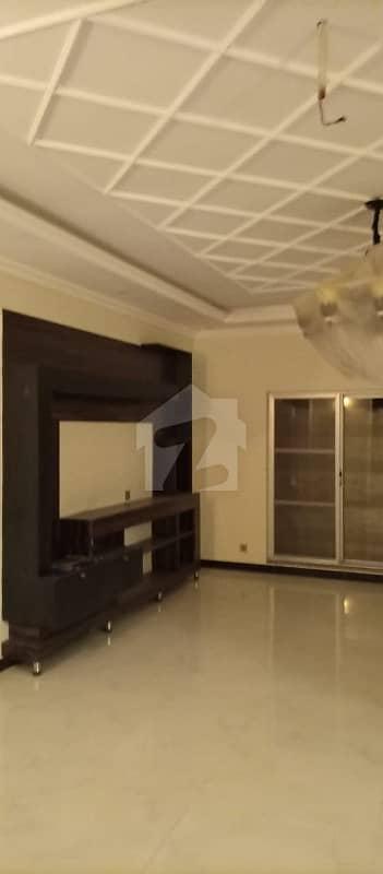 واپڈا ٹاؤن لاہور میں 5 کمروں کا 1 کنال مکان 4.5 کروڑ میں برائے فروخت۔