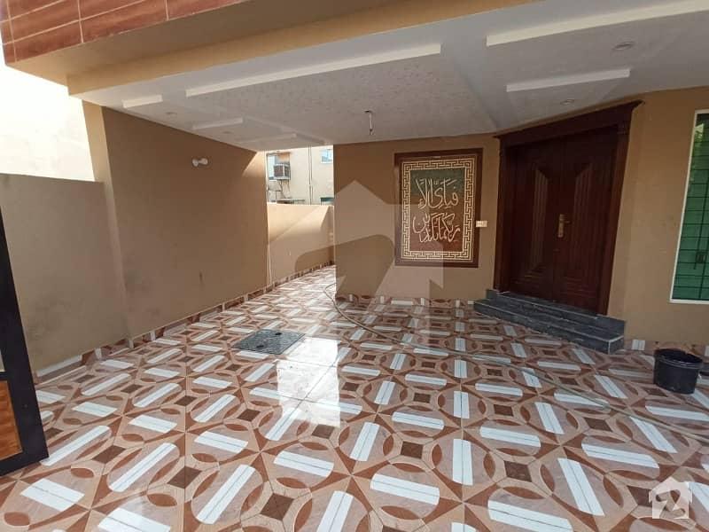 بحریہ ٹاؤن جاسمین بلاک بحریہ ٹاؤن سیکٹر سی بحریہ ٹاؤن لاہور میں 5 کمروں کا 10 مرلہ مکان 2.5 کروڑ میں برائے فروخت۔