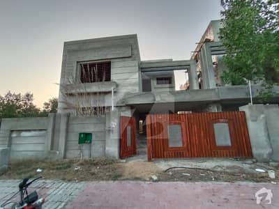 بحریہ ٹاؤن ۔ غزنوی بلاک بحریہ ٹاؤن ۔ سیکٹر ایف بحریہ ٹاؤن لاہور میں 4 کمروں کا 10 مرلہ مکان 1.25 کروڑ میں برائے فروخت۔