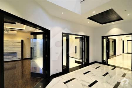 ڈی ایچ اے فیز 1 ڈیفنس (ڈی ایچ اے) لاہور میں 5 کمروں کا 1 کنال مکان 1.05 لاکھ میں کرایہ پر دستیاب ہے۔