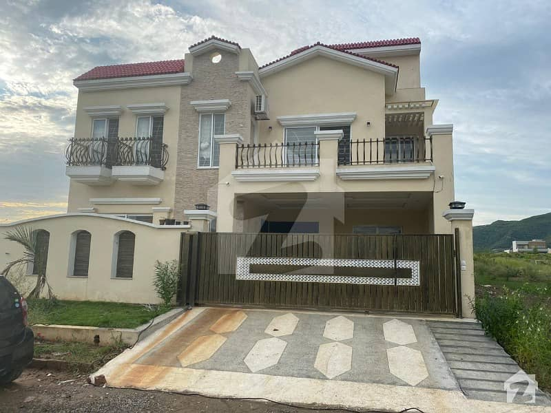 Beautiful 3 storeys House Available For Sale Plot Size 40 x 80 Covered Area 4590 sft Sector D122 Closed end  park end Next to corner