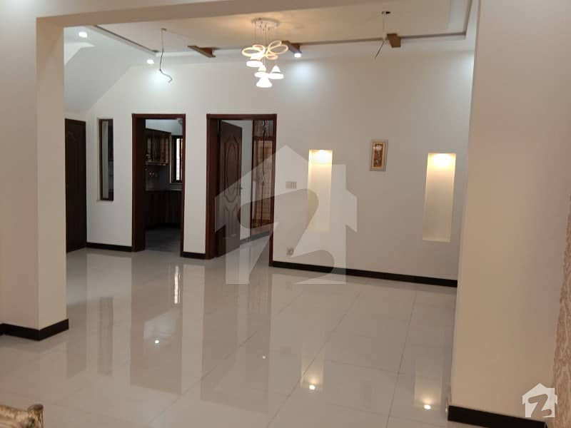 بحریہ ٹاؤن سیکٹر سی بحریہ ٹاؤن لاہور میں 5 کمروں کا 10 مرلہ مکان 2.15 کروڑ میں برائے فروخت۔