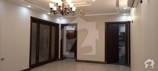 ڈی ایچ اے فیز 2 ڈیفنس (ڈی ایچ اے) لاہور میں 5 کمروں کا 1 کنال مکان 2.3 لاکھ میں کرایہ پر دستیاب ہے۔