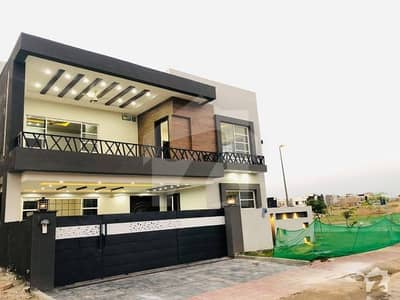 بحریہ ٹاؤن فیز 8 ۔ سیکٹر ای - 1 بحریہ ٹاؤن فیز 8 بحریہ ٹاؤن راولپنڈی راولپنڈی میں 6 کمروں کا 17 مرلہ مکان 2.9 کروڑ میں برائے فروخت۔