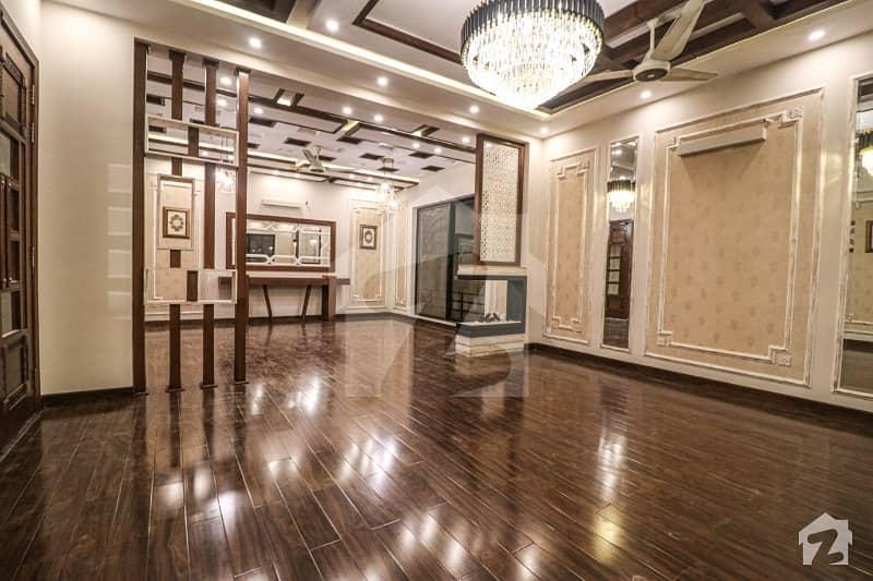 ڈی ایچ اے فیز 8 ڈیفنس (ڈی ایچ اے) لاہور میں 5 کمروں کا 1 کنال مکان 4.5 کروڑ میں برائے فروخت۔