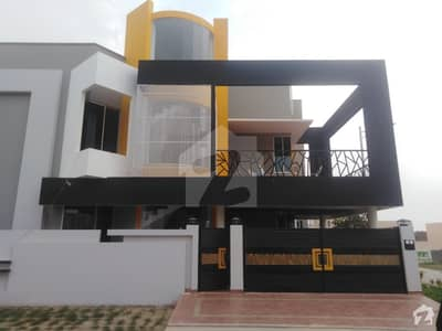 9 Marla House In Jhangi Wala Road Is Available